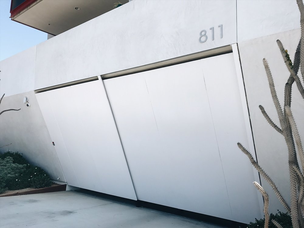 This garage door to the building is so artsy, abstract as fuck!