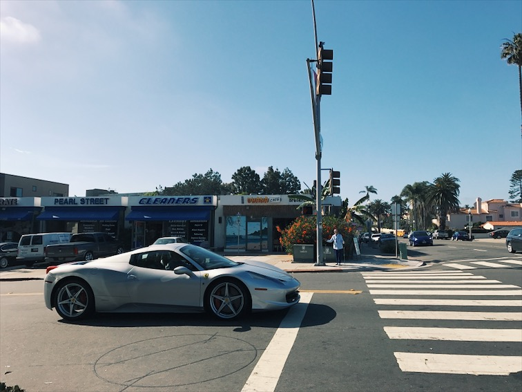 Spotted this Ferrari on my run, without Rhandy, cuz with him around you can't find any cool cars.