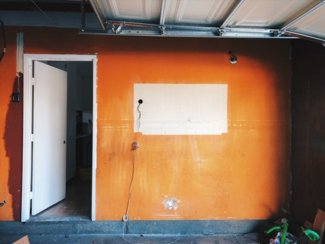 I hate this orange wall. I plan on putting new drywalls in the garage as well, make it a white garage.