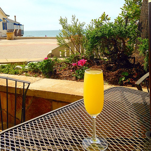 Happy Sunday! Come on down and join us for a mimosa on the patio! They are $6 all day long.☀️#pierfront #avilabeach #mimosa #sundayfunday