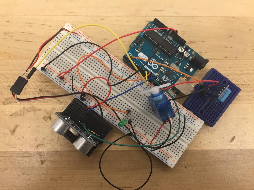 Testing the servo motor with the sweep example andHC-SR04 sensor.