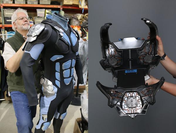 pio-paulo-santana-pacific-rim-jaeger-pilot-suit-fitting-legacy-effects.jpg