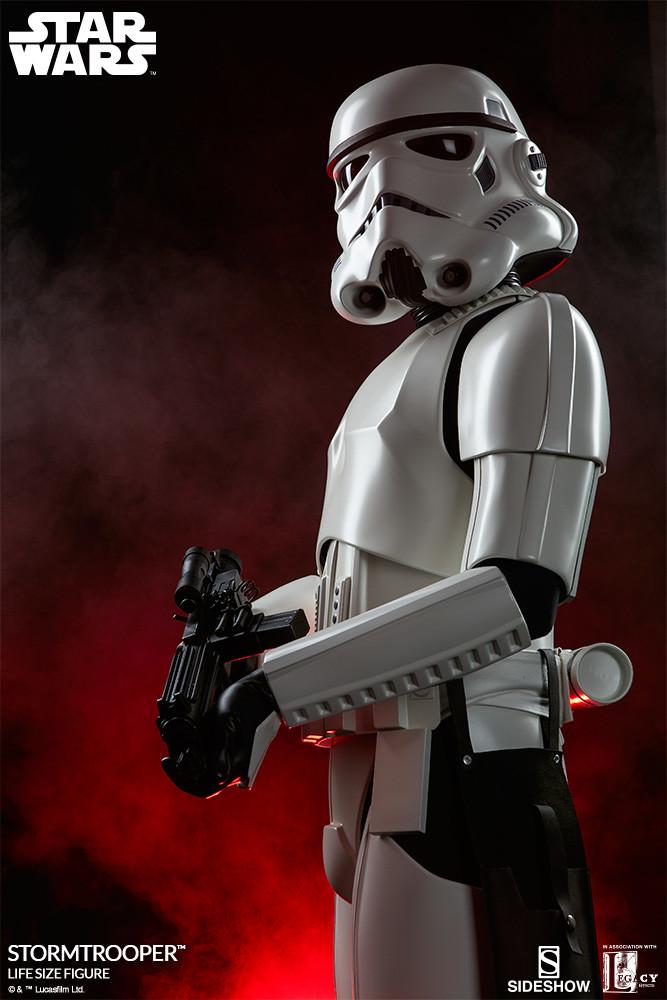 pio-paulo-santana-star-wars-stormtrooper-life-size-figure-400077-03.jpg