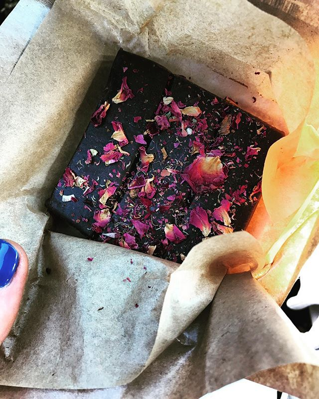This definitely DOES NOT count. #chocolate #cheat #rosepetals negate calories . 🌹🍫🌹