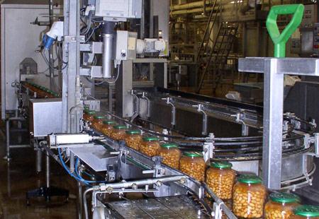 Industrieel afvullen groente conserven