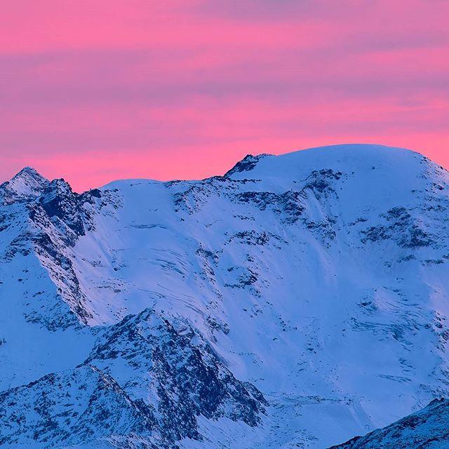 #sunset over the #weißseespitze . #kaunertalergletscher #kaunertal #tirol #tiroleroberland #visittirol #bergwelten #mountains