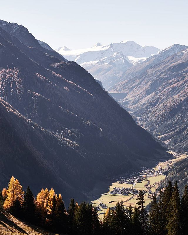 View into the valley. #kaunertal #tirol #tiroleroberland #visittirol #indiansummer  #hiking #neverstopexploring #everydayoutdoor