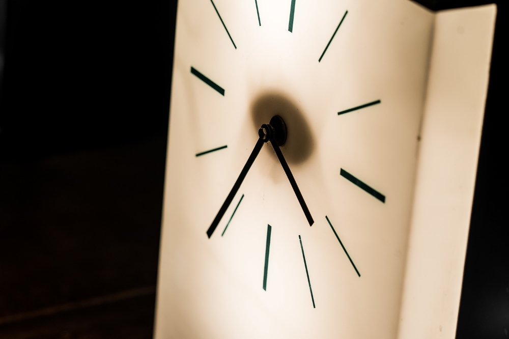 1950's Industrial Desk Clock 02.jpg