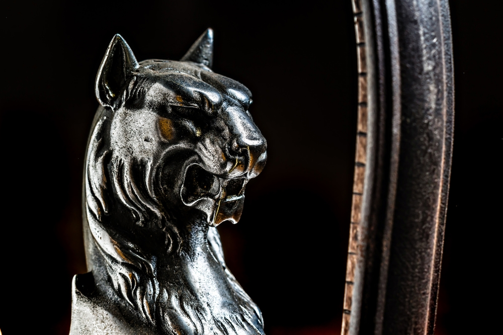 Antique Handmade Iron Griffin LED Bookends 05.jpg