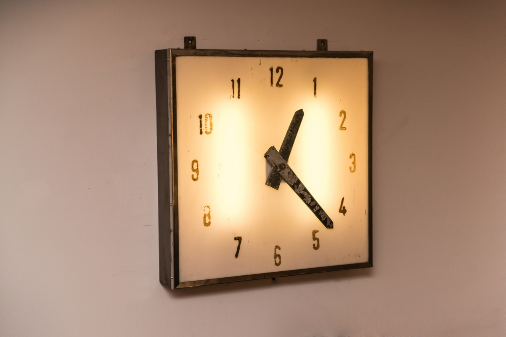 English Air Craft Hanger Clock 01.jpg