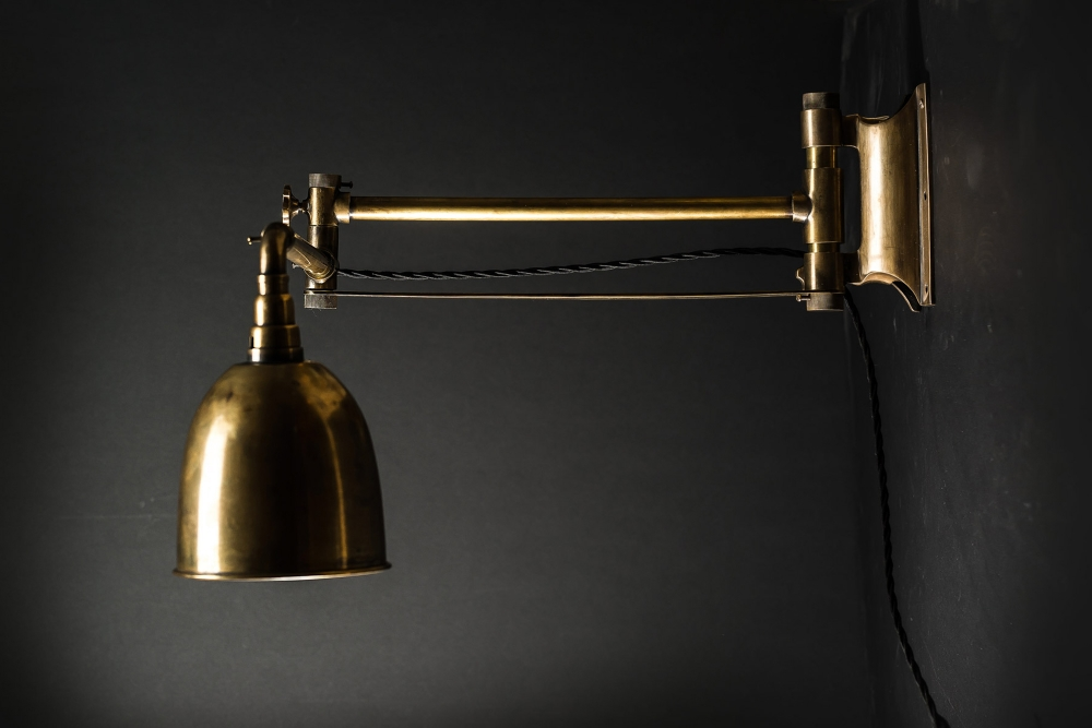 Brass Articulated Wall Light 04.jpg