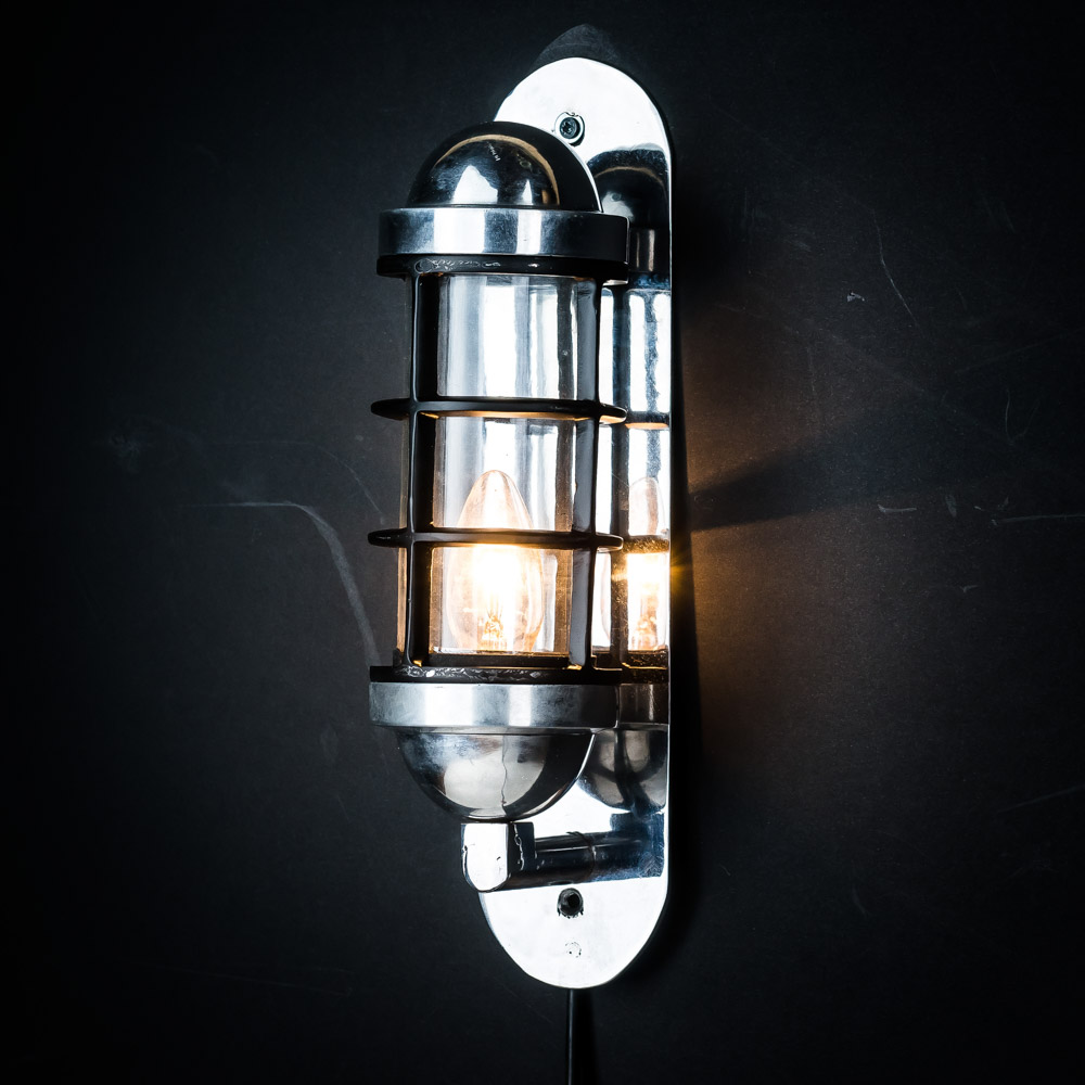 aluminium caged capsule light 01.jpg
