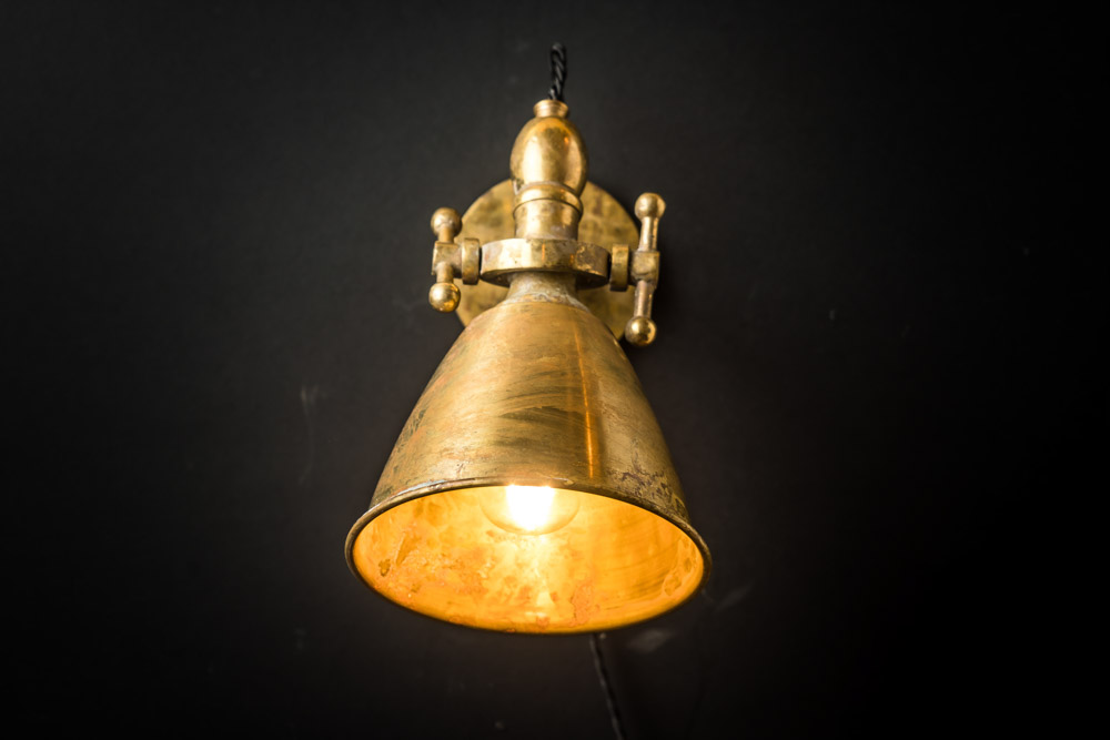 ADJUSTABLE_AGED_BRASS_WALL_LIGHT_04.jpg