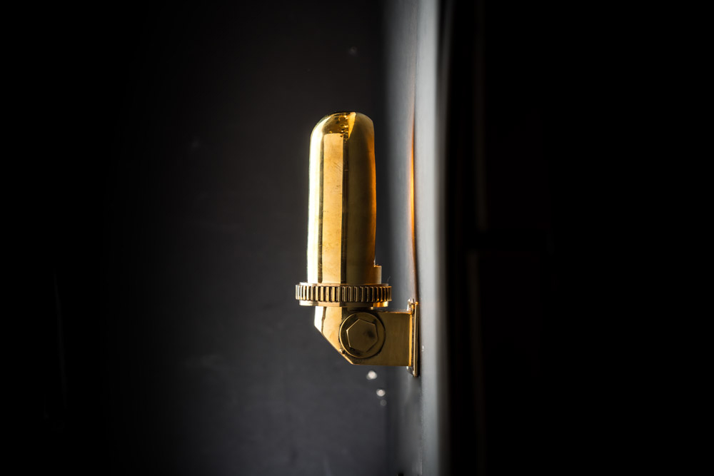 VINTAGE_BRASS_SWIVEL_SHADE_CABIN_LIGHT_02.jpg