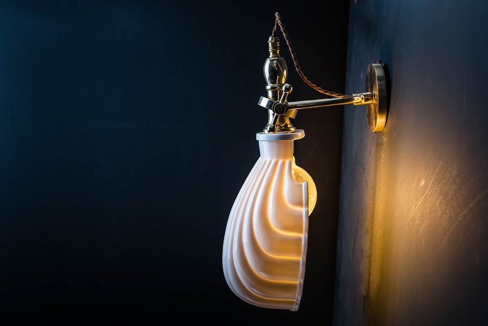 ADJUSTABLE BRASS AND BONE CHINA SHELL WALL LIGHT05.jpg