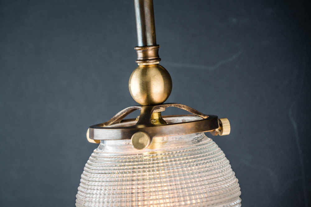 BRONZE_AND_CROSSCUT_GLASS_SURGICAL_WALL_LIGHT03.jpg