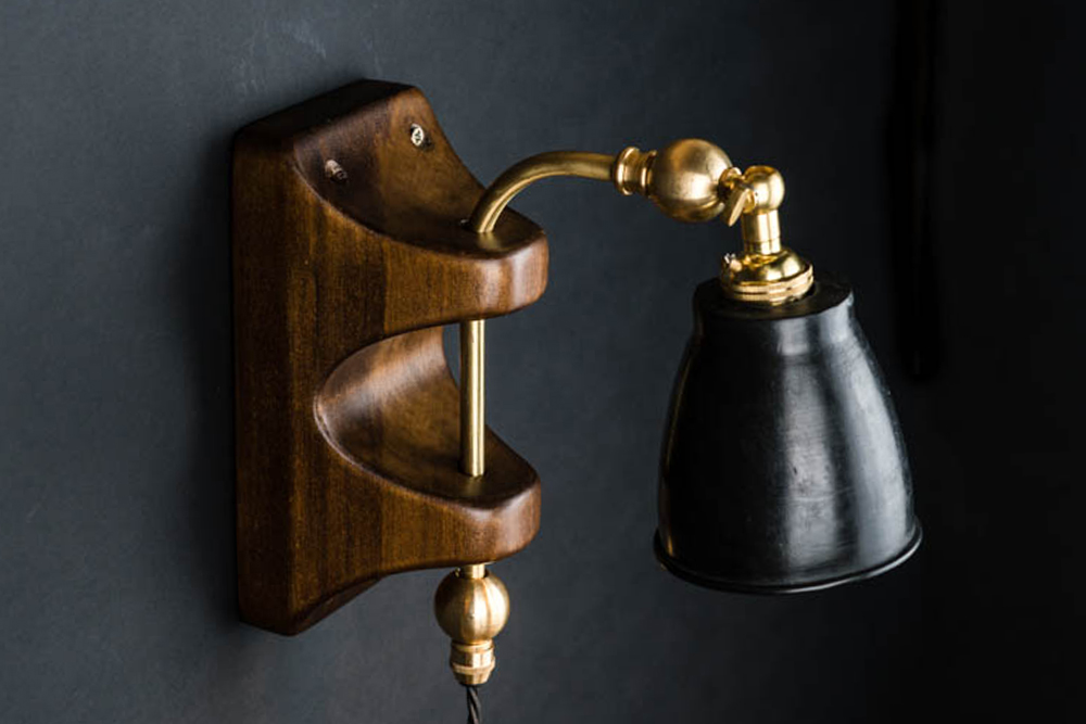 Articulated brass wall light
