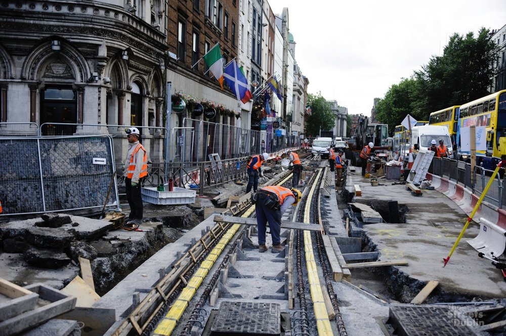 Luas track laying