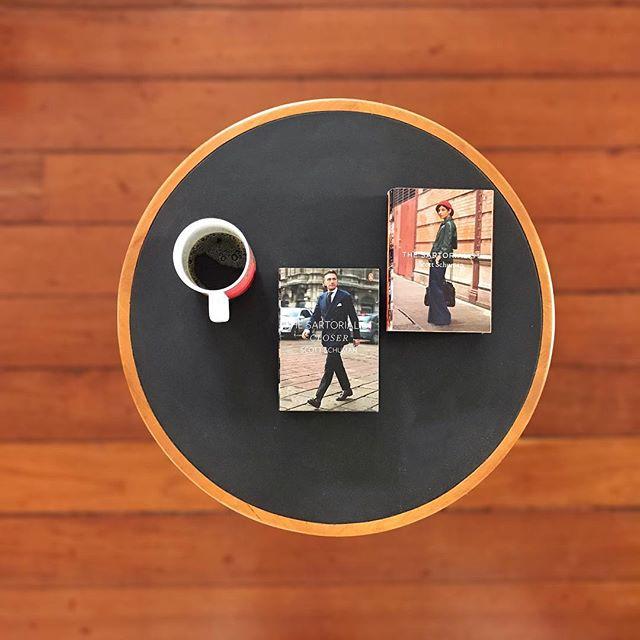 • UM café, DOIS livros e UM móvel(MAC, Sergio Rodrigues) •