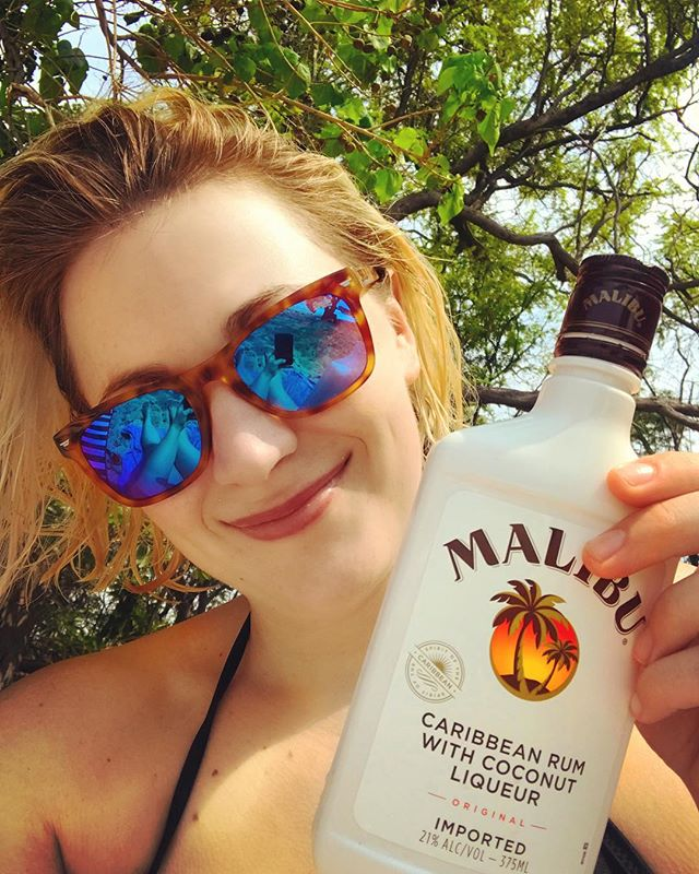 Beach tip: ABV SPF  Check out my story for more! #sponsored #ad #malibu #igotburnt #hawaii #vacation #beach #sunshine #waikiki #oahu #oahuhawaii #drinks #sand #sun #surf #ladies #girls #tips #webseries #travel #travelvlog #travelvlogger