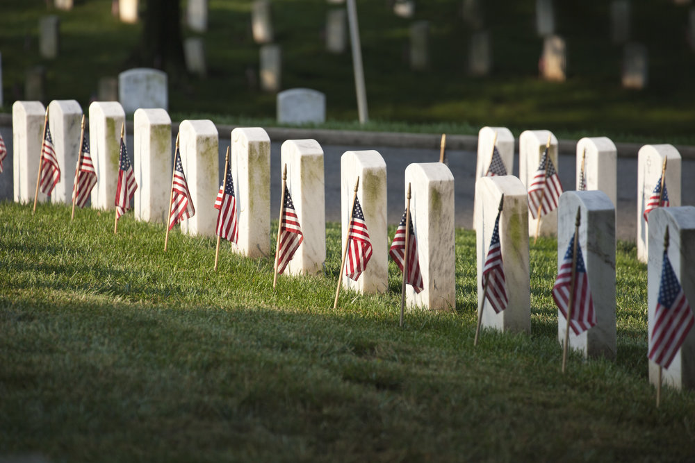 photodune-20500947-tombstones-with-american-flags-on-memorial-day-at-arlington-national-cemetery-xxl.jpg