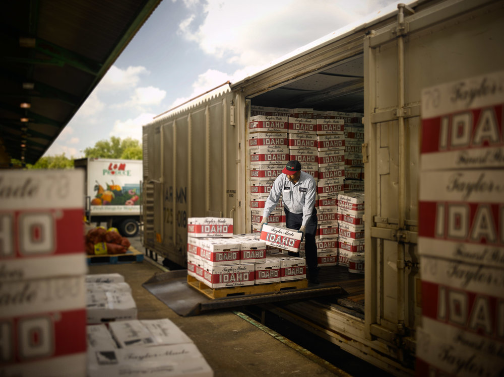 Boxcar_Produce_Unloading_104.jpg