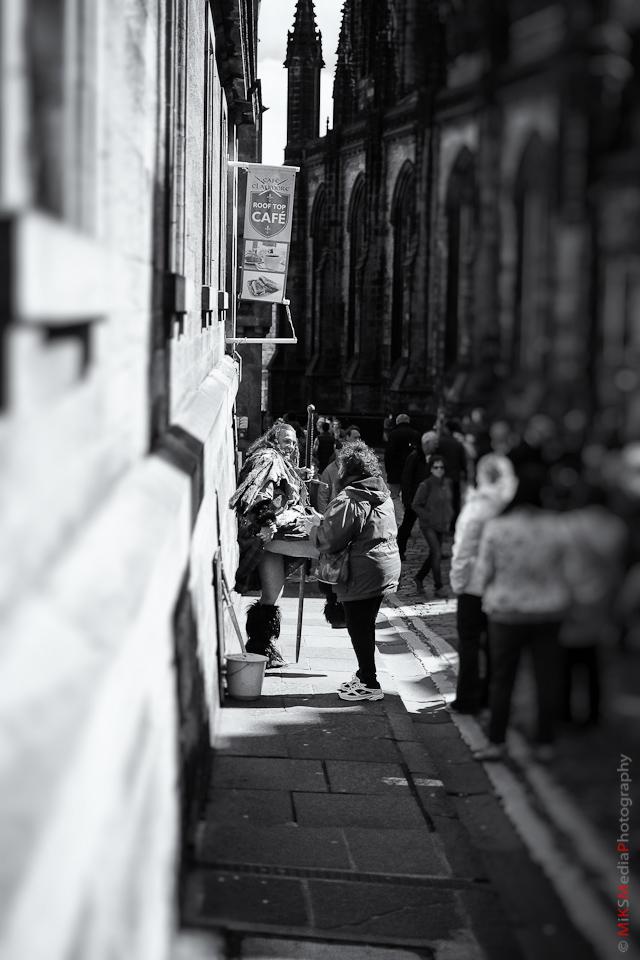 edinburgh street photography performer
