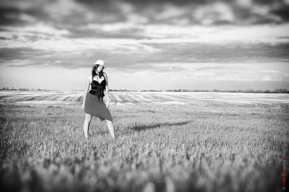 woman farm field landscape edmonton photography
