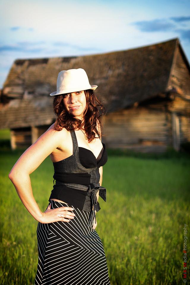portait edmonton photographer woman hat