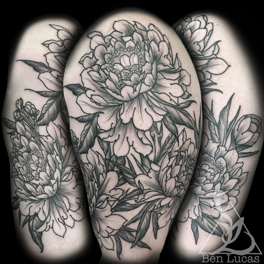 Round one on Phylicia's  blackwork   peony  half sleeve. Looking  forward  to finishing this one.