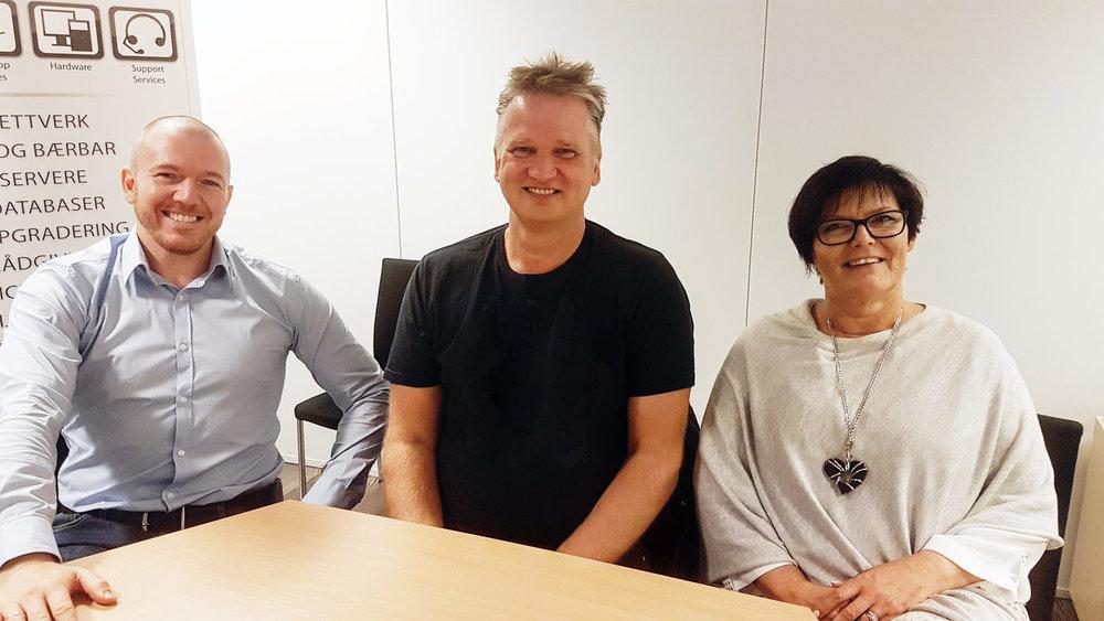 Fjorårets vinner:  MPM AS fra Frekhaug representert ved Bård Kjærgård (midten), sammen med Eivind Antoniazzi fra Argonville og Evelyn Bjørge fra MTI IT Service.