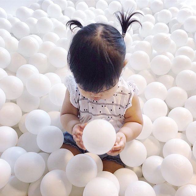 Both impressed and terrified by her first ball pit experience 🙌🏼 To be honest, I wanted to jump in too! But the age limit was 10...