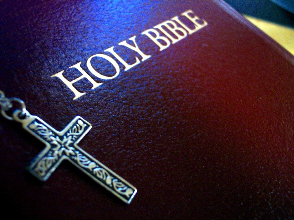 holy-670718.jpg