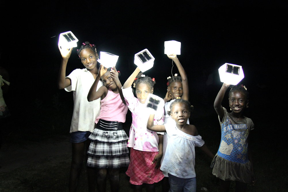 Haitian girls give lights.JPG