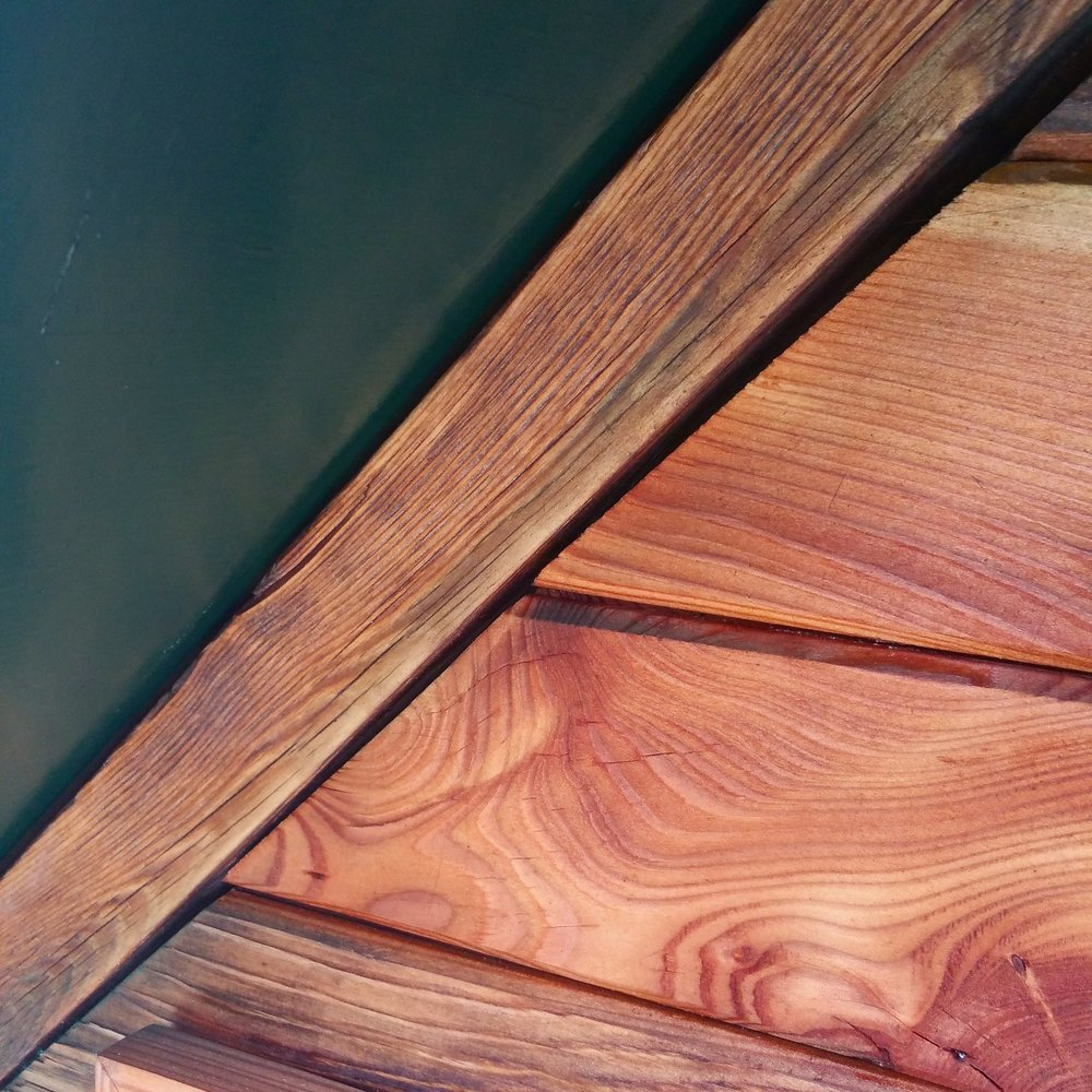 Kubbcache: detail of reclaimed wood used in construction.