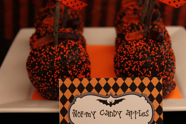 Halloween-wormy-candle-apples-gfcf-Large-652x434