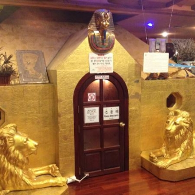 King Spa's Gold Pyramid Sauna before a rush of people entered (timing is everything!)