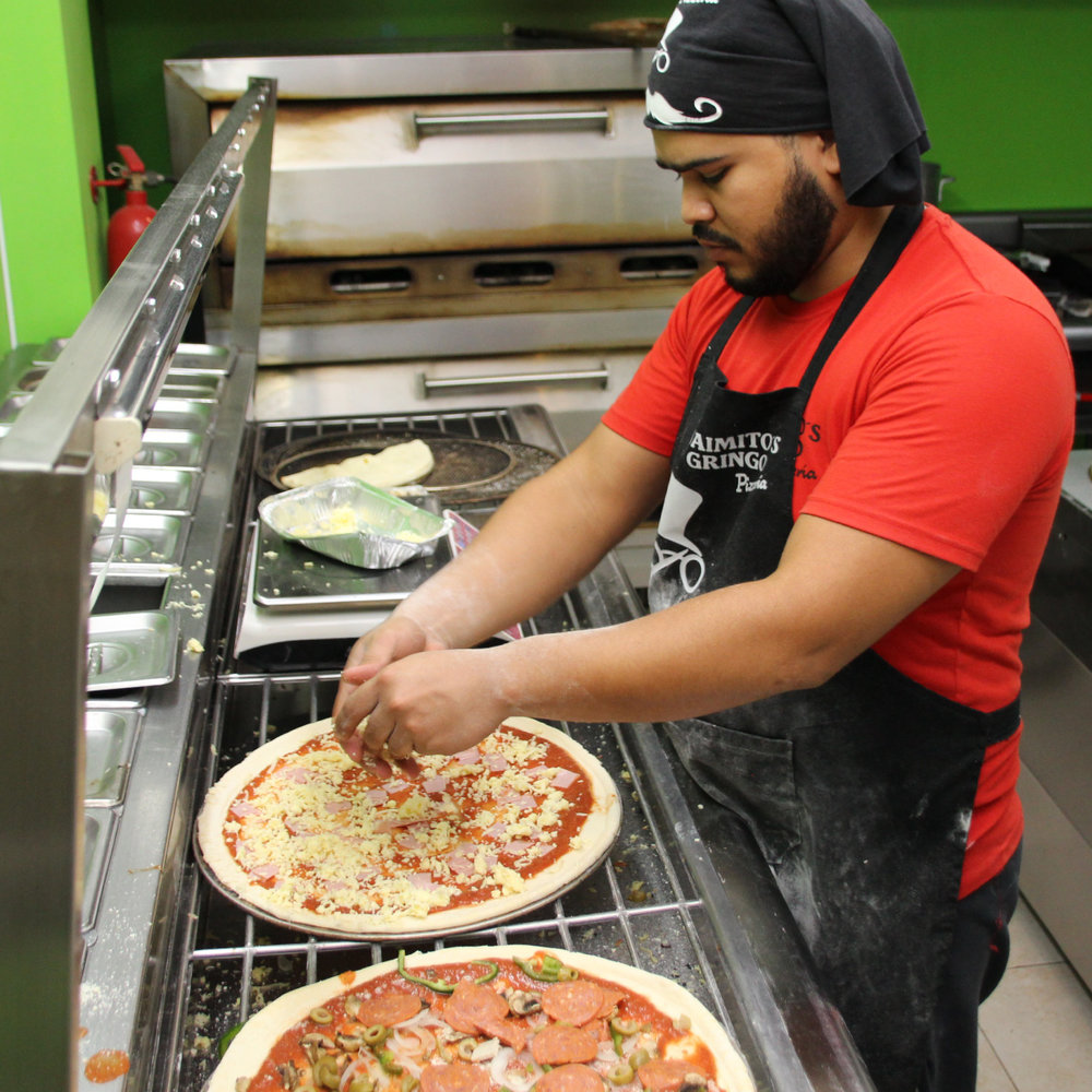 jaimitos-pizza-chef-working-1.jpg