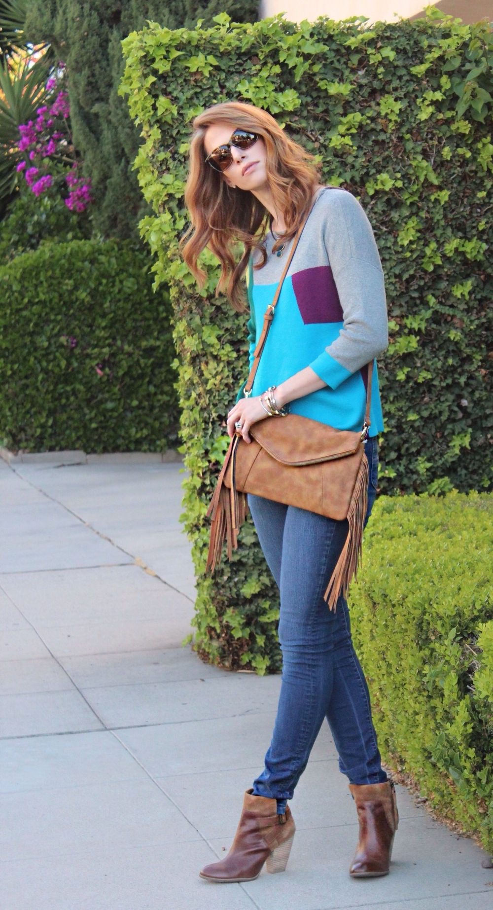 Sweater, necklace, bag, jeans, boots