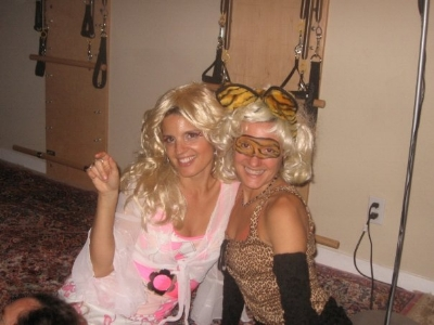 2009 Halloween - Blonde girls!