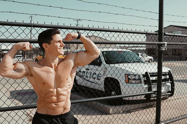 catch me if you can 🏃🏽♂️💨🚓 - #keto #ketodiet #fitness #strong #gym #gymmotivation #transformation #shredded #abs #muscle #lifestyle #fitfam #success #fitnessmotivation #weightloss #weightlossjourney #food #yummy #healthy #instafit #fitnessaddict #exercise #eatclean #healthyfood #healthyeating #lowcarb #highfat #goals