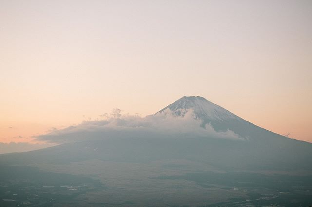 Just reminiscing over the fact that I was in Japan staring Mt Fuji in the face just 5 months ago. My love of travel just continues to get bigger and bigger with the country bucket list getting longer and longer. Which country should I visit next?!⠀⠀⠀⠀⠀⠀⠀⠀⠀ .⠀⠀⠀⠀⠀⠀⠀⠀⠀ .⠀⠀⠀⠀⠀⠀⠀⠀⠀ .⠀⠀⠀⠀⠀⠀⠀⠀⠀ .⠀⠀⠀⠀⠀⠀⠀⠀⠀ .⠀⠀⠀⠀⠀⠀⠀⠀⠀ .⠀⠀⠀⠀⠀⠀⠀⠀⠀ .⠀⠀⠀⠀⠀⠀⠀⠀⠀ .⠀⠀⠀⠀⠀⠀⠀⠀⠀ .⠀⠀⠀⠀⠀⠀⠀⠀⠀ .⠀⠀⠀⠀⠀⠀⠀⠀⠀ .⠀⠀⠀⠀⠀⠀⠀⠀⠀ .⠀⠀⠀⠀⠀⠀⠀⠀⠀ .⠀⠀⠀⠀⠀⠀⠀⠀⠀ .⠀⠀⠀⠀⠀⠀⠀⠀⠀ .⠀⠀⠀⠀⠀⠀⠀⠀⠀ .⠀⠀⠀⠀⠀⠀⠀⠀⠀ #mountfuji #japan🇯🇵 #travelbuglife #travellife✈️ #thepathworkshops #photographerlife #travelismylife #neverstoptravelling #neverstopexploring #explorejapan #makeportraits #mountainsovermoments #vsco📷 #travelphotographer #spokaneweddingphotographer #hannahvictoriaphotography #sunset #goldenhour
