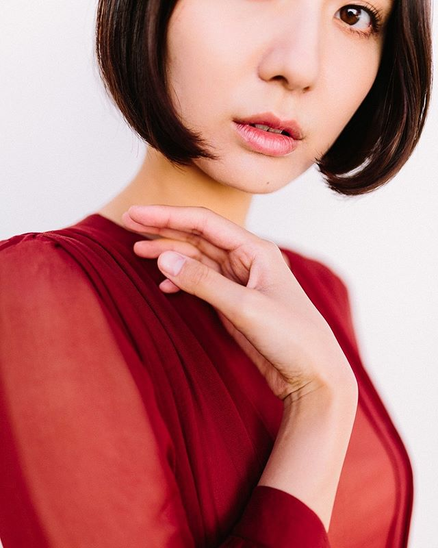 I've noticed lately that I love to crop heads, faces, eyes, etc. I don't know why but I tend to like how they turn out. Here's a fav from Japan at @thepathworkshops with @darcybenincosa. Instagram is dumb and doesn't show the full version in all its glory so if you're dedicated enough, I'll share the full version in my story ♥️ ⠀⠀⠀⠀⠀⠀⠀⠀⠀ Styling: @7over10 & @hakujitu_  Dress: @leannemarshall  Location: Pottery Shop (Fukuda-san): @idaten.2003.111 Model: @mari_tsuru . . . . . . . . . . . . #tokyojapan #japanmodel #leannemarshall #vscoportraits #brideinspiration #washingtonweddingphotographer #travelphotographer #destinationweddingphotographers #spokanephotographer #hannahvictoriaphotography #tokyomodel