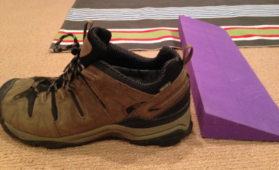 This is a good quality men'shiking shoe - the wedge is 4cm and the heel in this shoe is about the same. Potentially doing the same thing to the wearers pelvis as in the photo above.