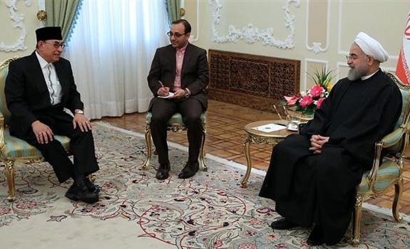 Presiden Republik Islam Iran, Hassan Rouhani menekankan urgensitas kerjasama kedua negara Muslim Iran dan Indonesia untuk mengenalkan Islam sejati dan moderat.