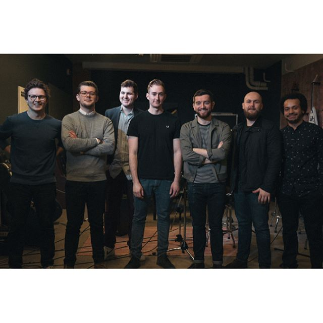 Candid team photo after the live session with @newstreetadventure at the @gibsonguitar studio 👨‍👨‍👦‍👦👨‍👨‍👦 #livemusic #gibson #gibsonguitars #guitar #london  #videography