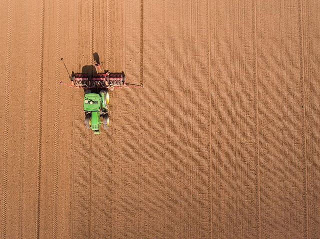 Buzzing around, filming for a new project 🚜🚁 . . . . . #drone #dji #johndeere #farm #above #birdseyeview #filmmaking #dronestagram