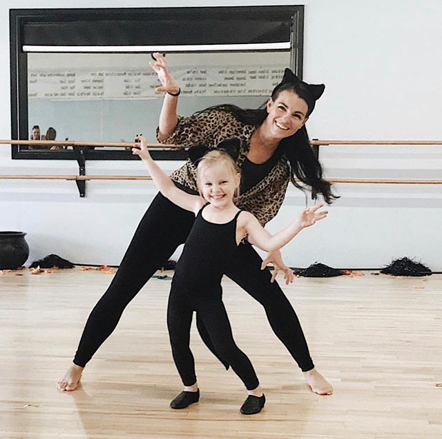 Don't forget to wear your Halloween Costume to dance class this week (Oct. 24th-30th)! We would also like to remind you all that no afternoon classes will be held next week (Oct. 31st) due to Trick or Treating!  Happy Halloween! 🧡🎃