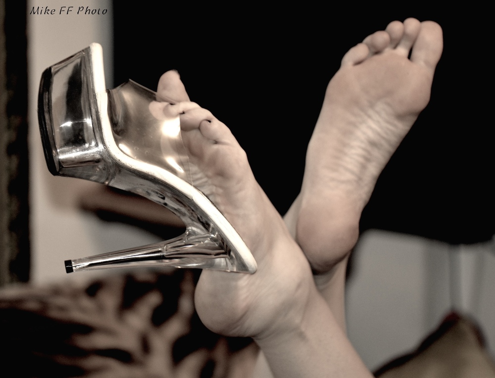 Foot Fetish gorgeous legs Mistress Fabula, London and Kent