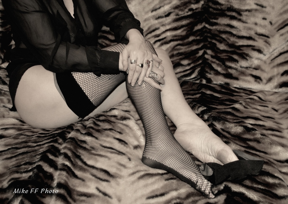 Legs-fishnets-stockings-foot-fetish-London-Mistress